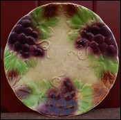Bunch of Grapes Decorative Plate French Majolica 1900