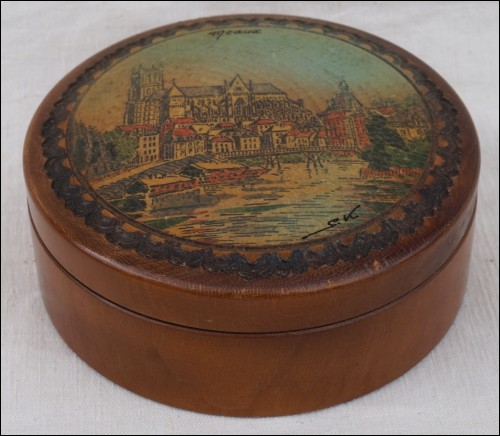 S KOLESNIKOFF Mauchline Ware Painted Carved Box Signed 1950