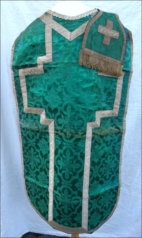 Green Damask Silk Chasuble with Maniple Silvered Braid